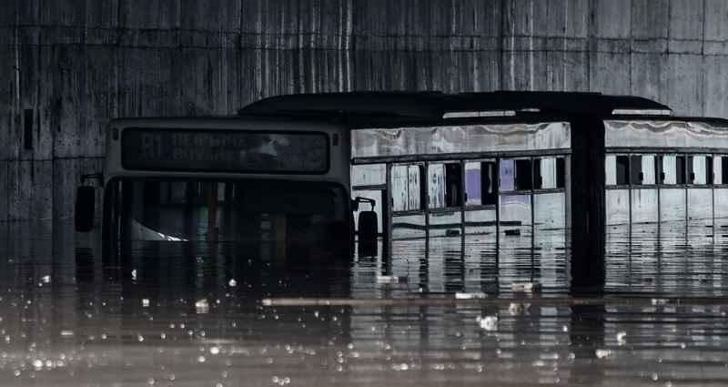 Read more about the article Κακοκαιρία «Μπάλλος» – Απίστευτη εικόνα – Λεωφορείο έχει καλυφθεί από το νερό