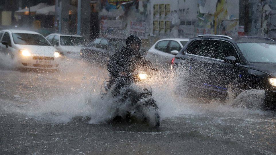 Read more about the article Κακοκαιρία «Μπάλλος» – Συναγερμός στις αρχές για ακραία φαινόμενα – Φόβοι για την πυρόπληκτη Εύβοια και τη σεισμόπληκτη Κρήτη