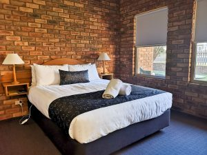 BIG4 Figtree Warrnambool large comfortable bed with quality linen. Discovery Parks. NRMA parks