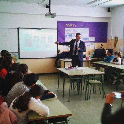 """Emprenedoria a l'escola: En una sessió sobre """"Emprenedoria a l'escola"""" en una classe d'alumnes de sisè de primària. Març 2017."""