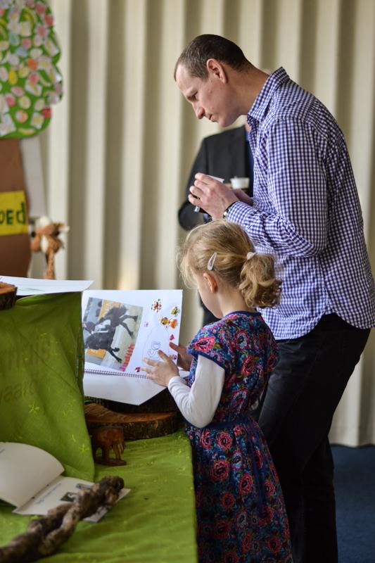 scheppingtentoonstelling-Bijzondere gezinsdienst (15 of 33)