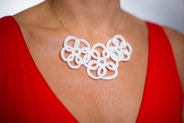 Collection Arabesque - Le collier 3 fleurs- Arabesque Blanc 3 fleurs Photo Edith