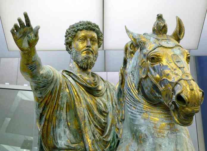 Marco Aurelio (121-180), emperador romano, uno de los máximos exponentes del estoicismo tardío. Imagen: estatua ecuestre de bronce de Marco Aurelio, de los Museos Capitolinos de Roma (Italia), de dominio público (Zanner), distribuida por Wikipedia.