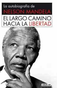 """""""El largo camino hacia la libertad"""", la autobiografía que Nelson Mandela escribió durante sus 27 años de cautiverio. Editada por Aguilar."""