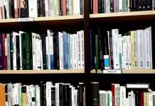 En el día de las librerías, los que pueblan la sección de filosofía de Marcial Pons en su división de Humanidades.