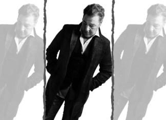 Carlos Goñi (Madrid, 1961), con su sello de identidad Revolver, inventó el 'unplugged' en español con Revolver básico. En 2020 el músico celebra sus 30 años de carrera.
