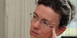 Begoña Román (1965) es profesora de filosofía de la Universitat de Barcelona.