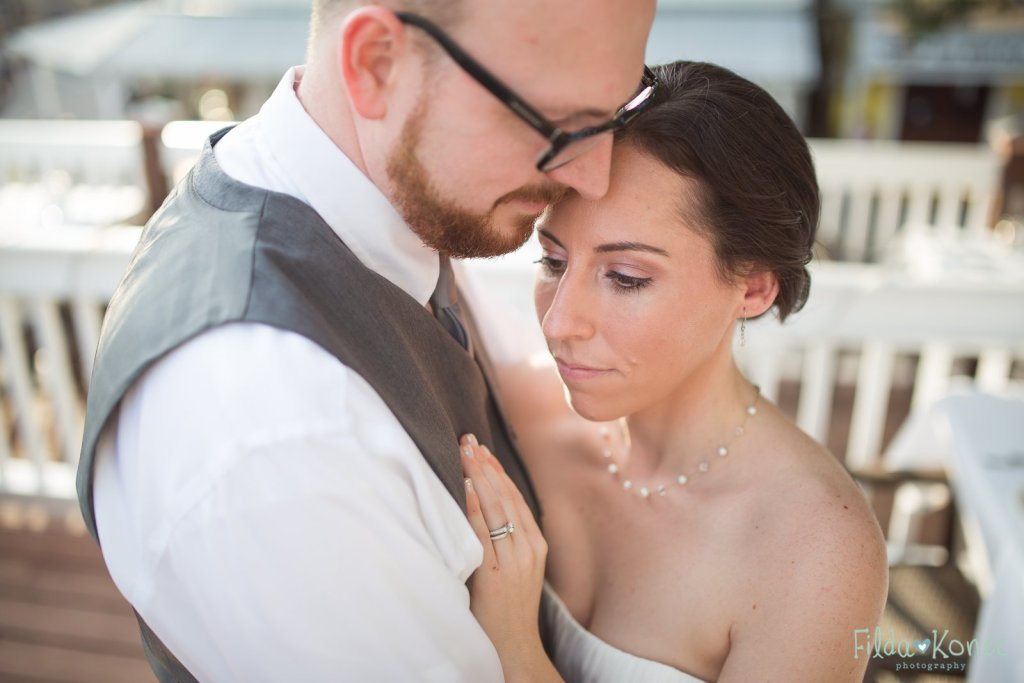 couple at their hemingway home wedding