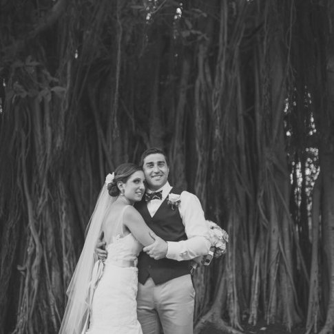 wedding photo in front of banyan tree in key west florida