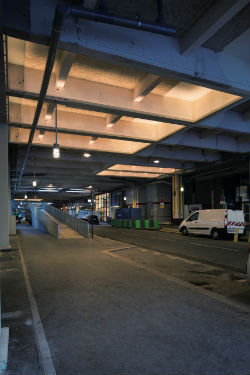 © Xavier Boymond – Voie couverte Robert-de-Flers, Paris, lumière blanche et chaude le soir