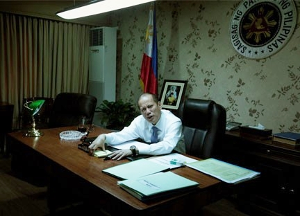 """This office picture was """"awful but genuine,"""" says a veteran journalist. (Photo courtesy of Miss Raissa Robles' blog)"""