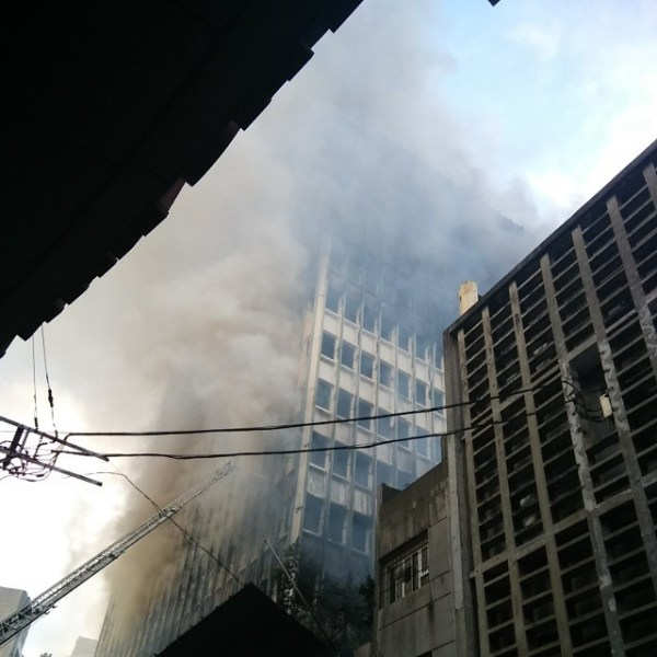 Fire destroys old PNB building in Escolta, forcing changes in the route for Traslacion 2015