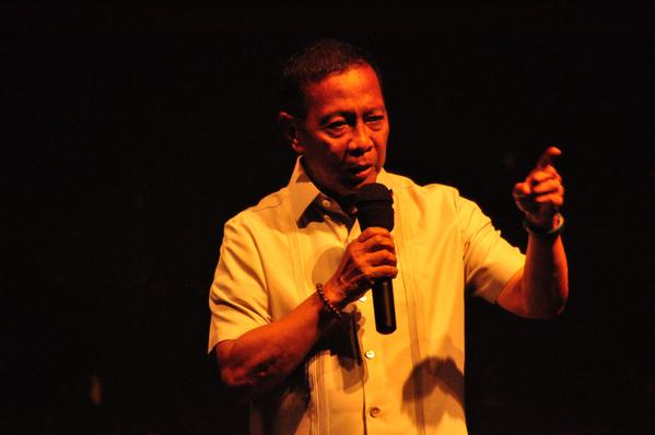 ABS-CBN apologizes to UPLB over coverage of Binay's campus visit