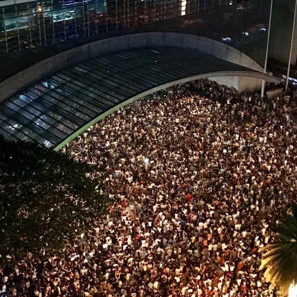 Netizens react to cancelation of ASEAN Music Festival 2017 due to crowd problems