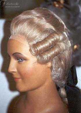 manichino con parrucca