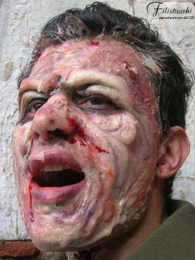 Immagine che rappresenta una maschera horror il cui volto appare in putrefazione
