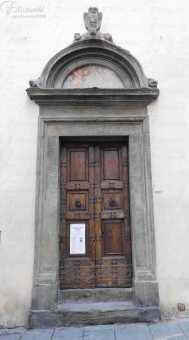 Il portale di ingresso dell'oratorio del Ceppo