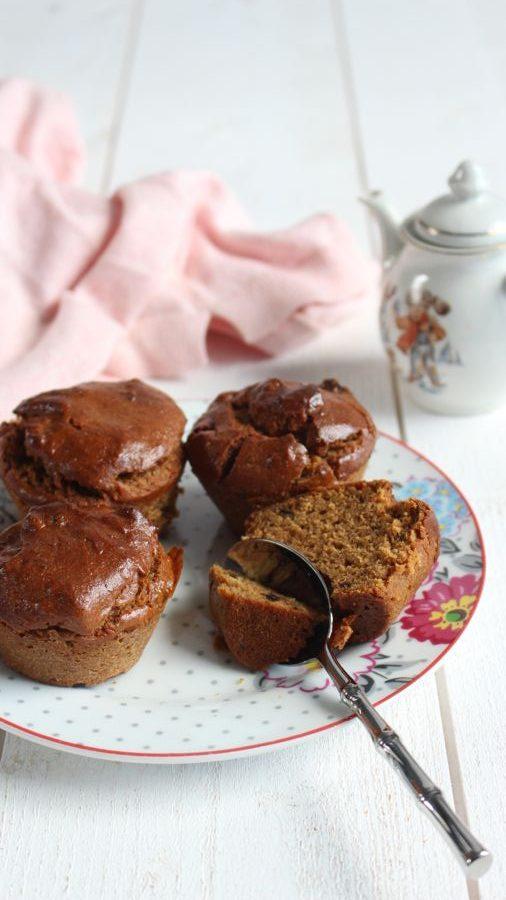 Des muffins aux abricots, c'est sucré, moelleux, vegan, vous allez adorer les préparer pour votre petit déjeuner accompagné d'une tasse de café.