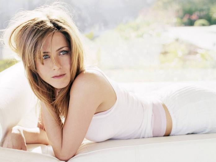 top-10-most-beautiful-hottest-american-women-of-usa-in-2018-Jennifer-Anniston