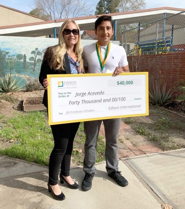 Fhs Student Receives 40 000 Stem College Scholarship