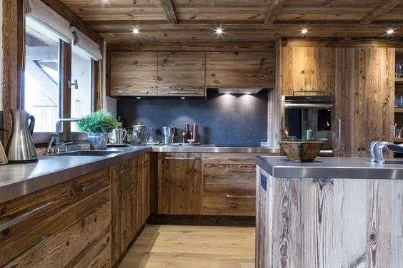 Cucina di montagna tra legno ed acciaio  FYHWL