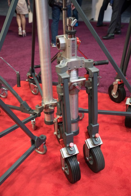 Matthews Vator Light Stand NAB 2015