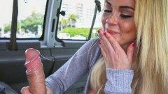 Skyla Novea fututa in minibusul porno 2016 HD
