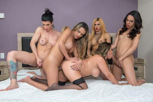 Brazilianca cu tate mari fututa de 5 femei cu pula mare HD . 1