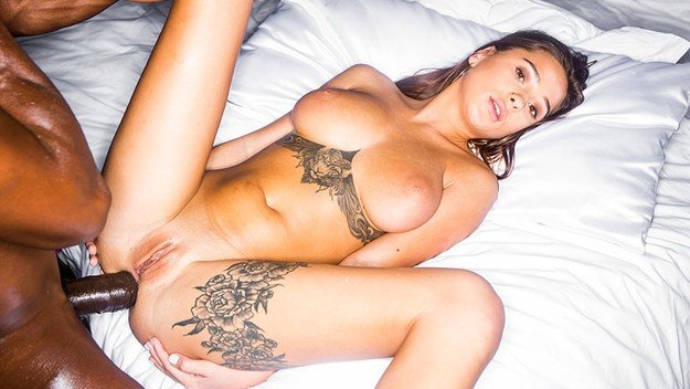 Sani perfecti Liya Silver interasial sex porno 2019 . 11