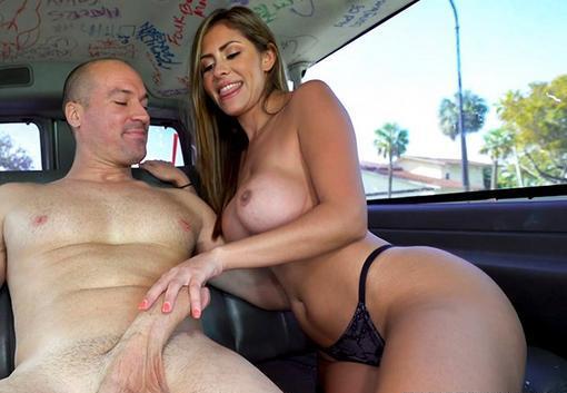 Sex in masina cu o latina perfecta si frumoasa .
