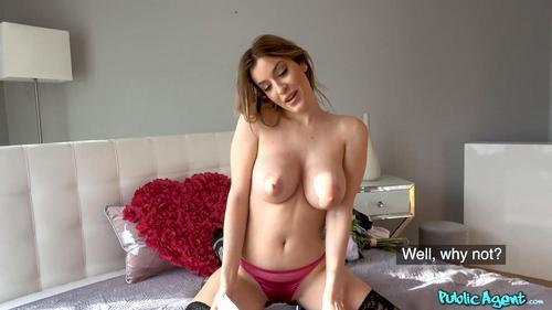 Fata cu tate mari Marica Chanelle sex pentru bani . 6