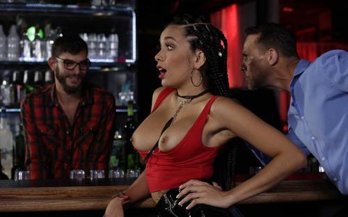Filme adult cu Aaliyah Hadid public sex 2019 full HD .