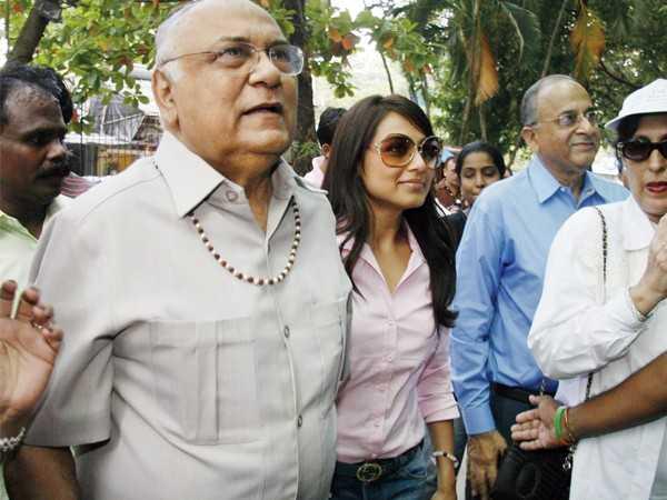 Aditya supports Rani's dad
