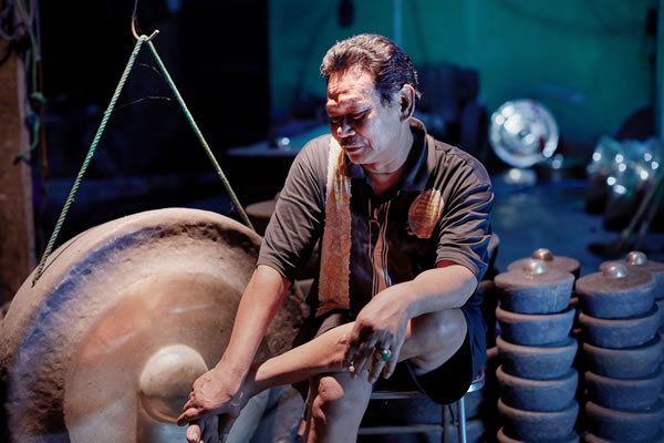 Film Image - Sekar Arum: Forging the Javanese Gamelan