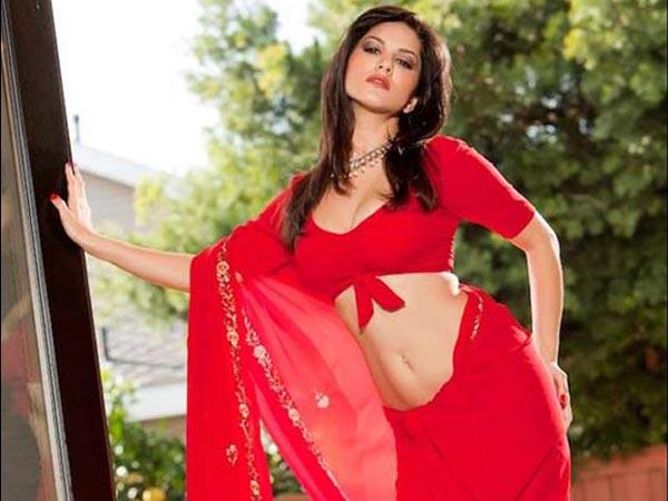 Rani Mukherjee Hd Wallpaper Pictures Bollywood Actresses Red Saree Filmibeat