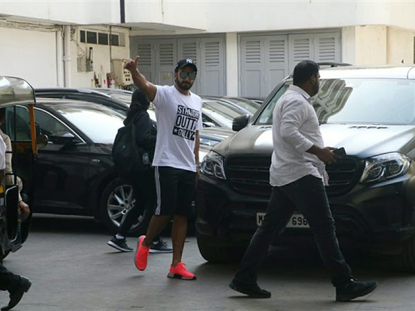 Ranveer Singh Flaunts 'Straight Outta Gully' T-shirt