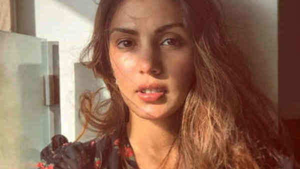Rhea Chakraborty To Help People Amid COVID-19 Crisis, Says 'Tough Times Call For Unity'
