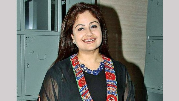 Ayesha Jhulka Reveals Which Bollywood Stars She Remains In Touch With