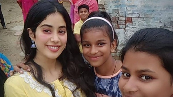 netizens-laud-janhvi-kapoor-for-her-script-choices-after-roohi-trailer-release