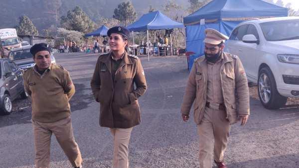 कैंडी: ऋचा चड्ढा अपनी भूमिका की तैयारी के दौरान महिला पुलिसकर्मियों से मिलीं