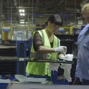 کارخانه آمریکایی: دور از خانه