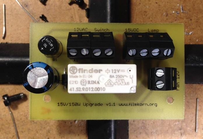 Fertig bestückteSteuerplatine, die nur noch im Projektor montiert und angeschlossen werden muss.