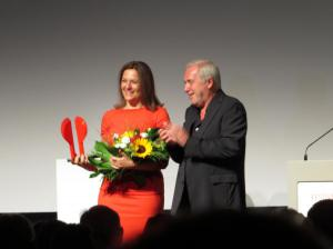 Martina Gedeck bekommt den Preis für Schauspielkunst