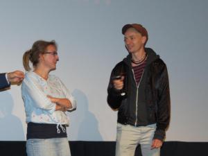 """Regisseur Dietrich Brüggemann und Redakteurin Brigitte Dithard (SWR) vor ihrem Tatort """"Stau"""""""