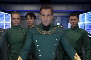 Kommandant Arün Flitt (Clive Owen, Mitte) und seine besten Spezialagenten Laureline (Cara Delevingne), Valerian (Dane DeHaan) und Sergeant Neza (Kris Wu), v.l.n.r.