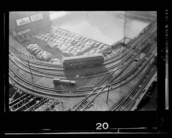 """Overhead view of the """"L"""" elevated railway in Chicago, Illinois"""