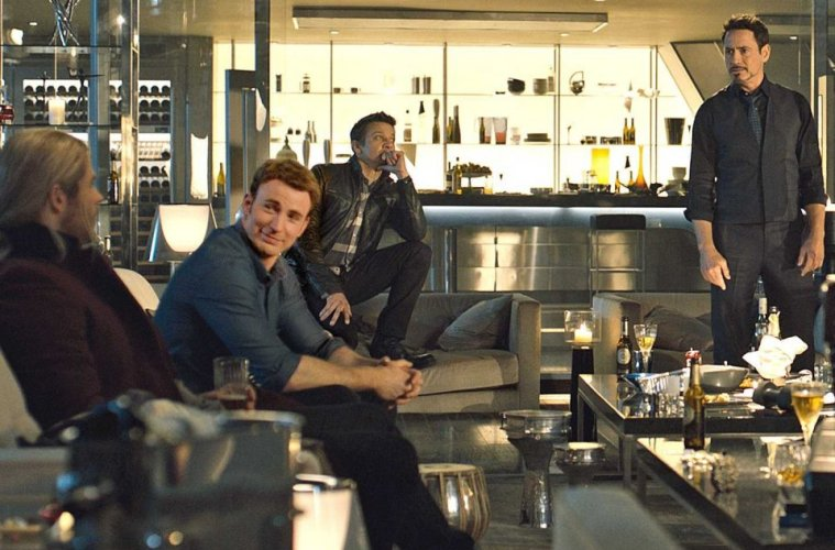 avengers-age-of-ultron-hanging-out-party-filmloverss