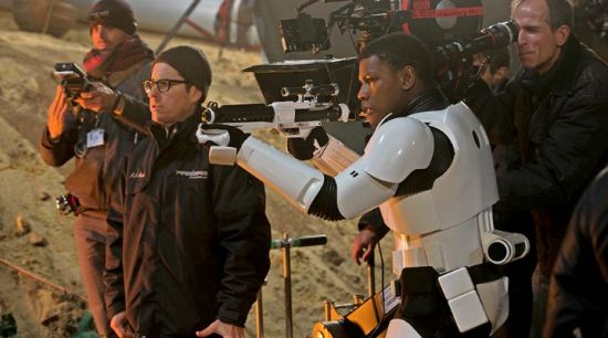 star-wars-the-force-awakens-tan-yeni-teaser-yayinlandi-filmloverss