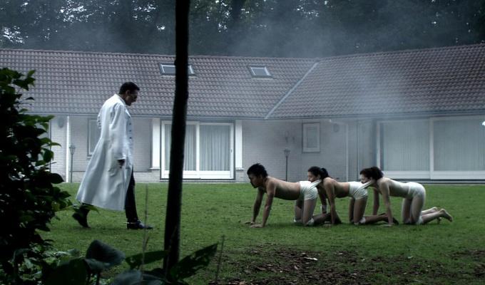 Human Centipede - FilmLoverss