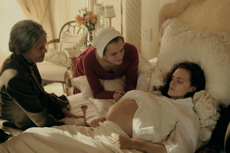 the-handmaid-s-tale-12-filmloverss